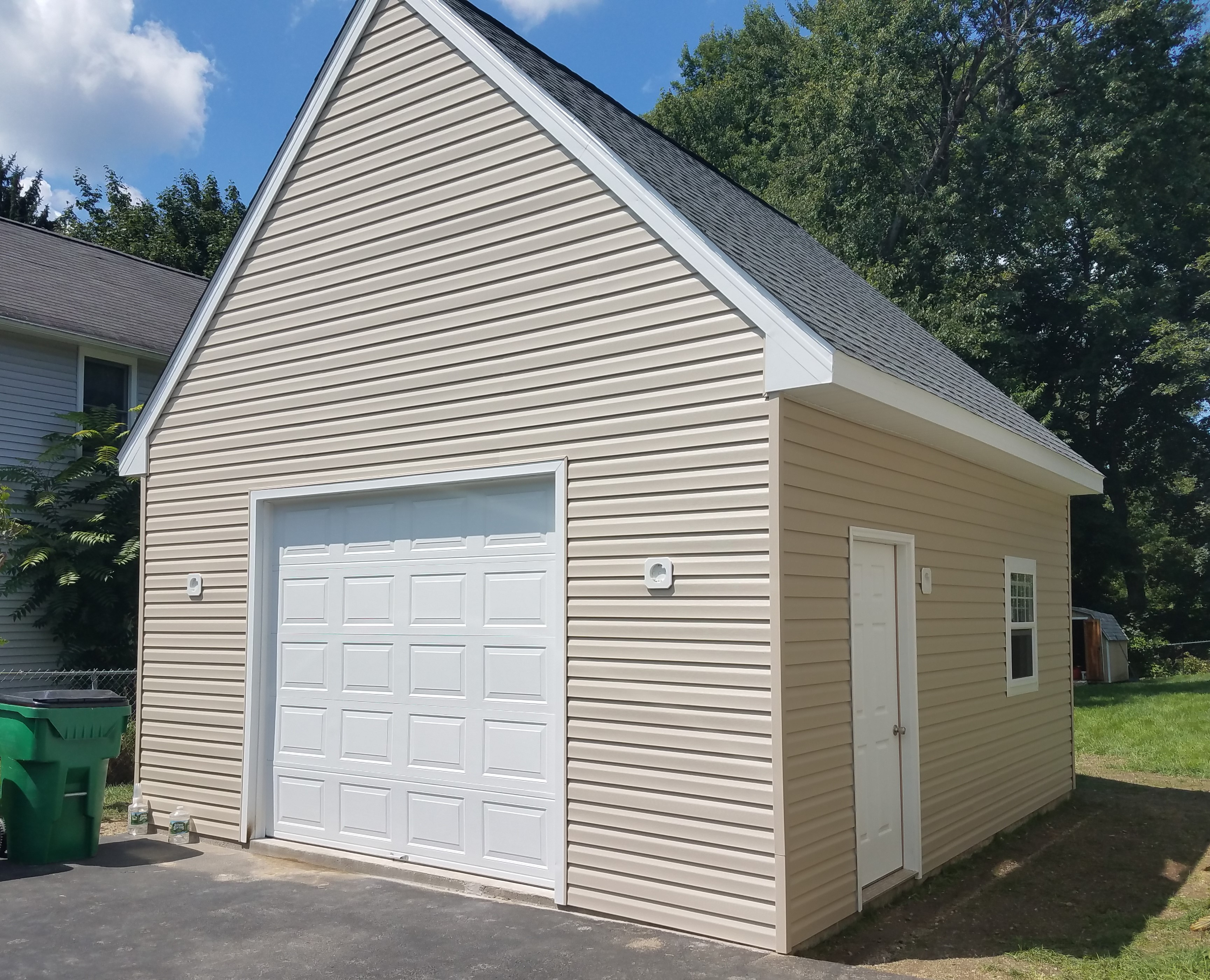14x20 with 12 12 Upgrade roof One Car Amish Garages